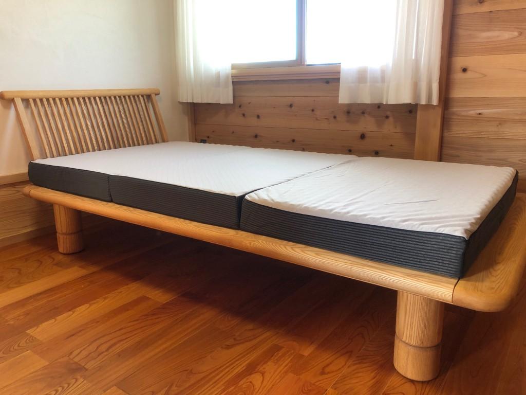 脚の高さが変えられるベッド 無垢材 薄いマットレス