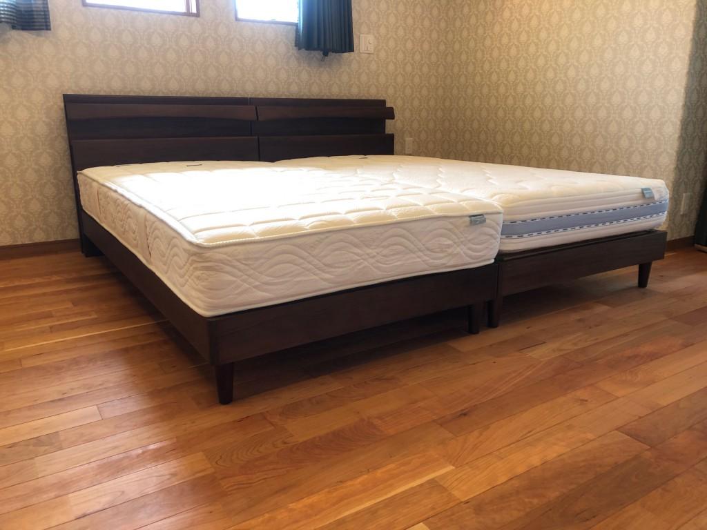 ベッドフレームはウォールナット材を使用したシンプルでお洒落なデザイン