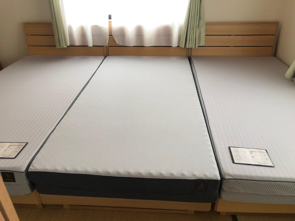 6畳のお部屋でもシングル3台並びます。