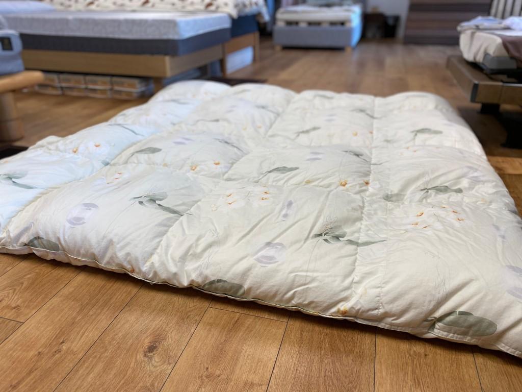 10数年前に、名古屋松坂屋で買われたダブルサイズの羽毛布団をセミダブルサイズにリフォームしました!