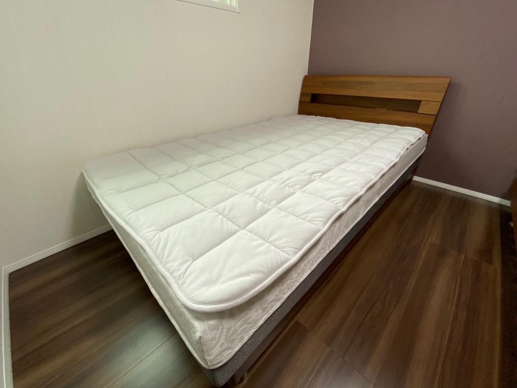 新築のお部屋にお洒落なベッドが納まりました。