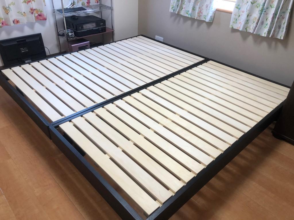 名古屋市千種区のお宅。シンプルなヘッドレスすのこベッド。シングルとセミダブルを並べています。