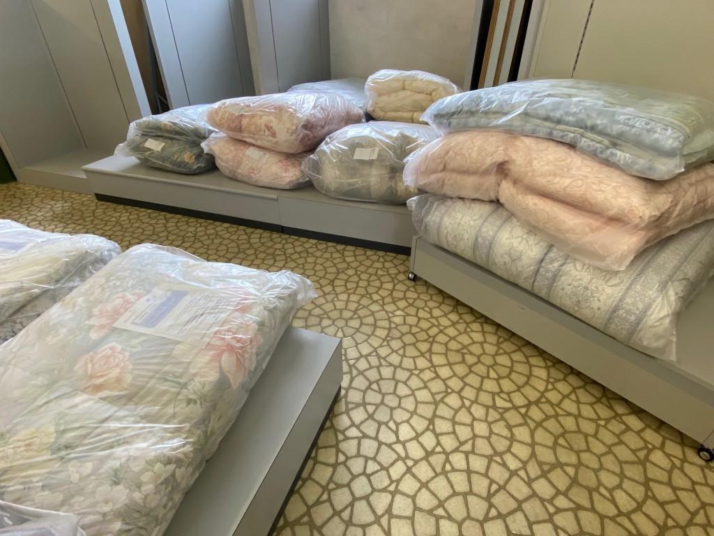 汚ふとん丸洗いなら睡眠ハウスたかはらにおまかせ!4点まとめてお値打ちなお値段で。