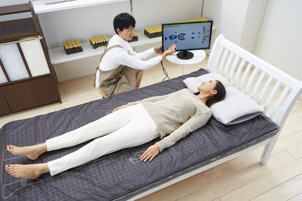 睡眠ハウスたかはら、姉妹店寝蔵NEGURAでは、体型・体圧測定をしてあなたに合った高さの枕をオーダーメイドでお作り致します。