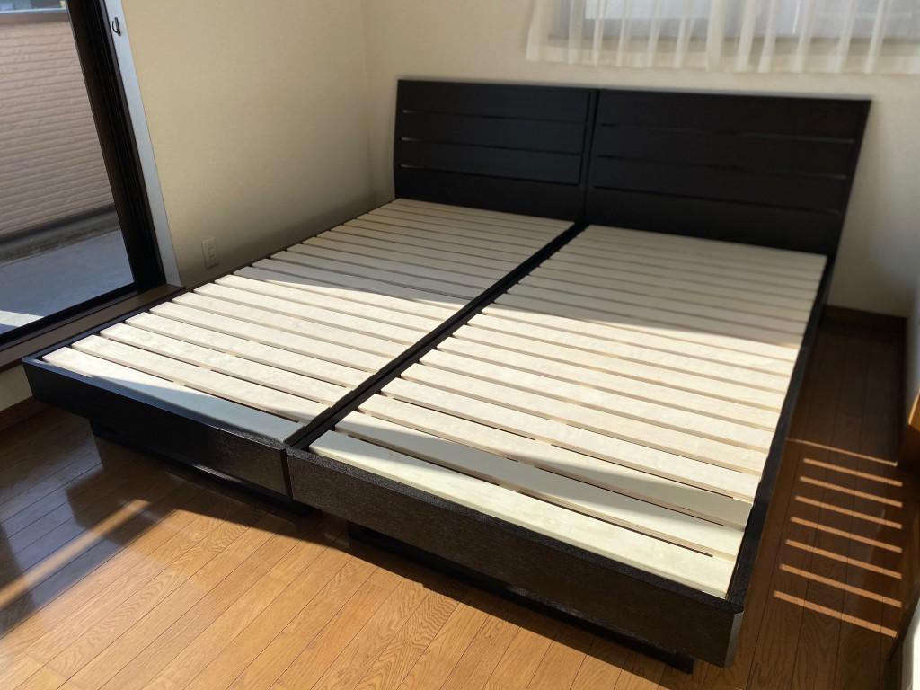シンプルなベッドフレーム。シェララフィアブランドはおすすめですよ。