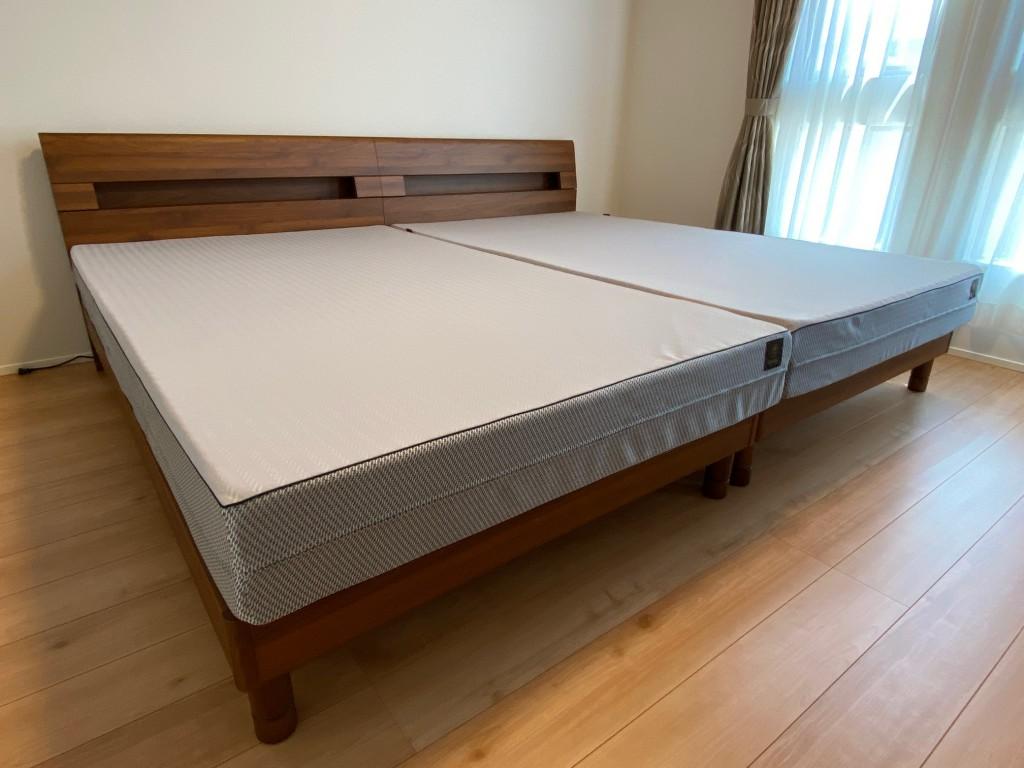 シンプルなベッドフレームに寝心地の良いベッドマットレス。しかもセミダブルサイズなので広々♪新築のお宅にぴったりです。
