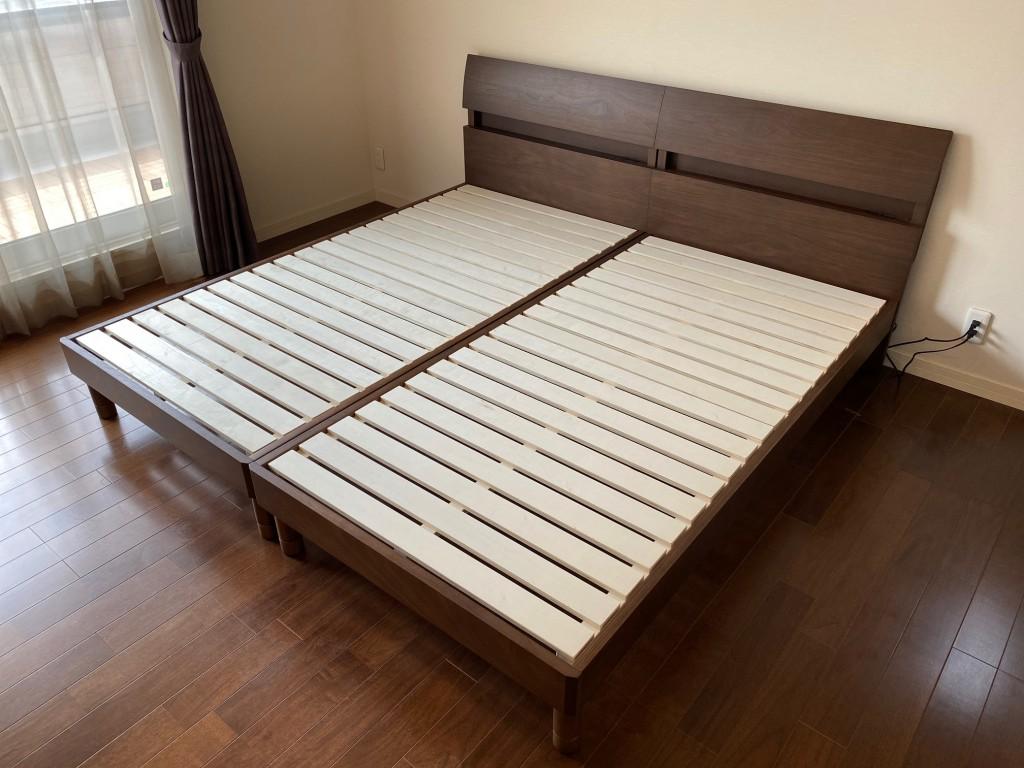 人気デザインのデミール。床板すのこ仕様で通気性も抜群!ヘッドボードに小物が置け、コンセントも付いていますので便利ですよ!