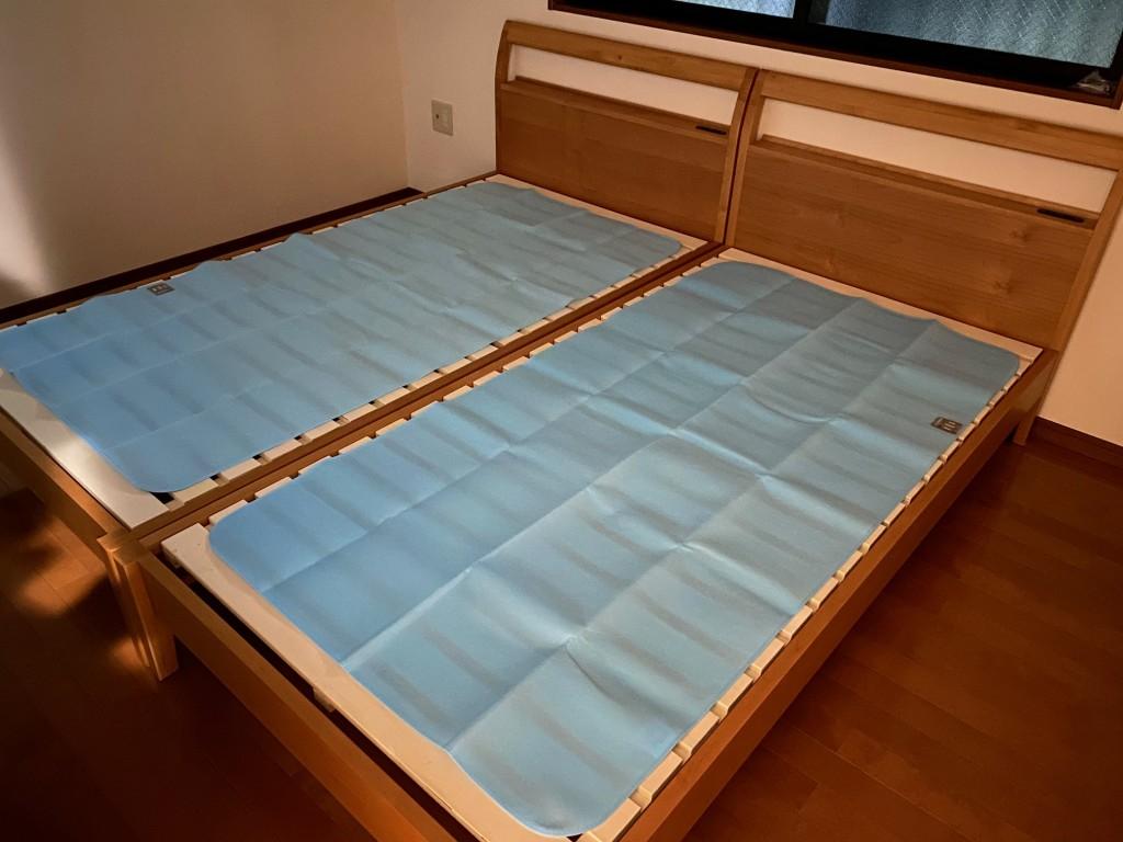 除湿シートを1枚敷くだけで、マットレスをカビから守ってくれます!汗の多い方、気密性の高いお宅は必需品ですよ!