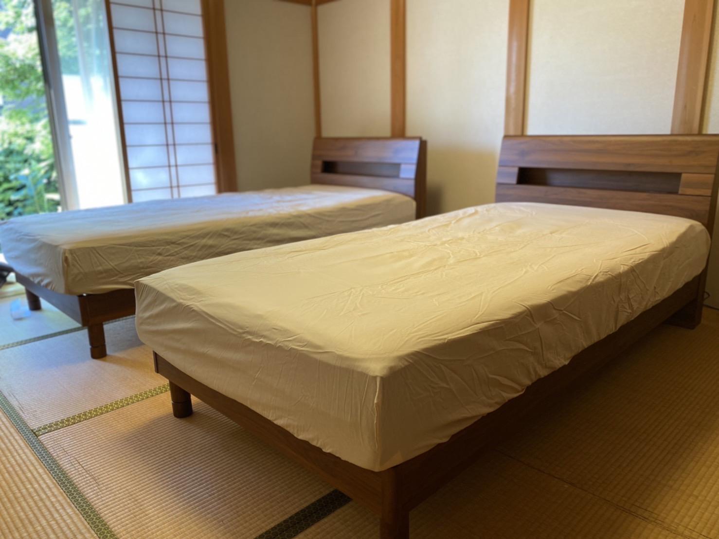 畳の部屋(和室)にもベッドは設置できますよ!1階を寝室に。